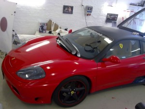 Ferrari red gloss a black 3D carbon