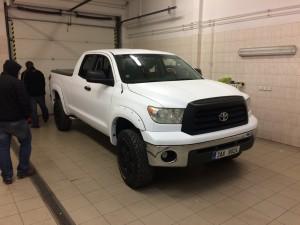 Toyota Hilux white matt